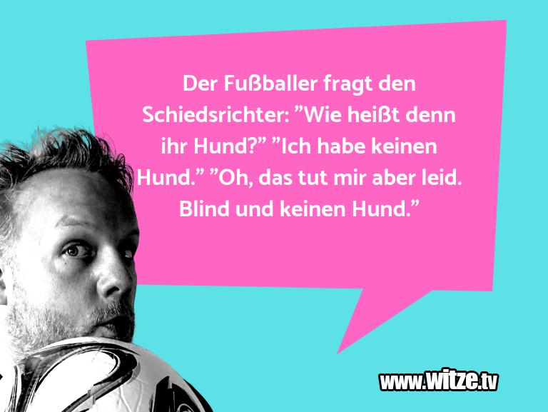 """Krönung der Witze… Der Fußballer fragt den Schiedsrichter: """"Wie heißt…"""